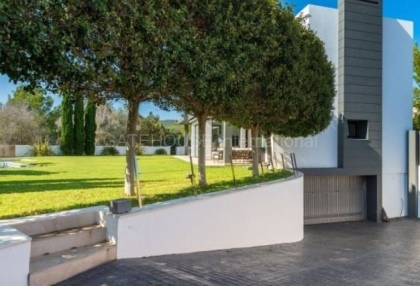 Modern detached home close to Ibiza Town in quiet urbanisation_16