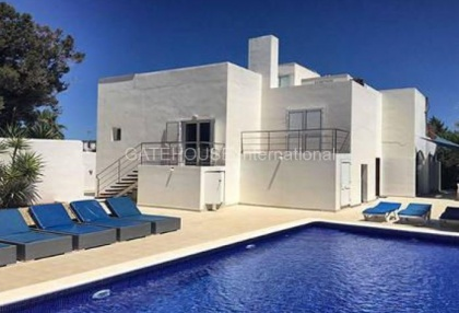 Villa with guest accommodation in Cala Bassa_1