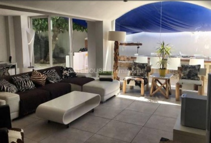 Villa with guest accommodation in Cala Bassa_5