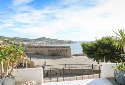 Apartment for sale in Dalt Vila with sea views_1