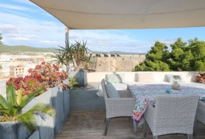 Apartment for sale in Dalt Vila with sea views_11