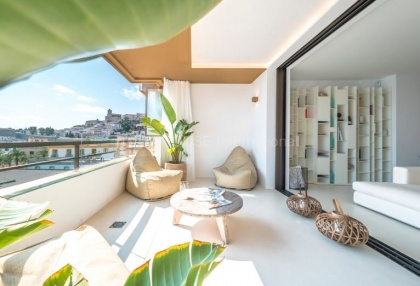 Top floor apartment with sea views in Ibiza Town_3