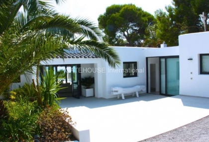 Exclusive Ibiza sea view villa close to the sea with views over Es Vedra_3