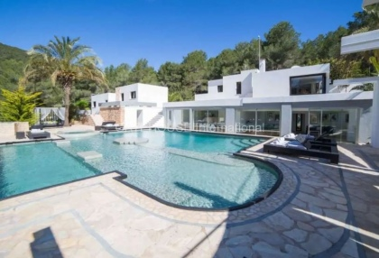 Large luxury villa with views over Ibiza Town_1