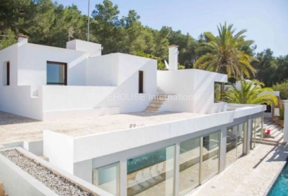Large luxury villa with views over Ibiza Town_10