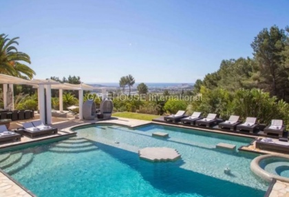Large luxury villa with views over Ibiza Town_2