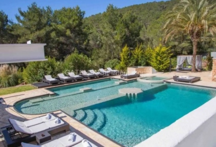 Large luxury villa with views over Ibiza Town_3
