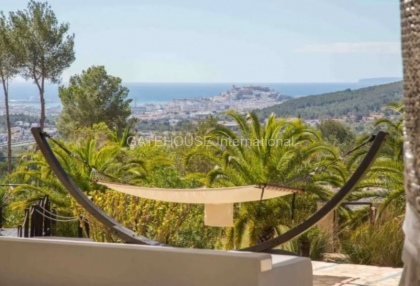 Large luxury villa with views over Ibiza Town_5