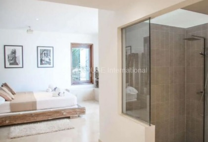 Large luxury villa with views over Ibiza Town_8