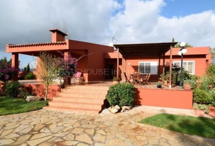 Villa with pool close to Ibiza Town_3