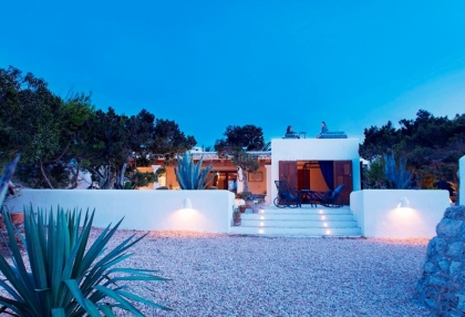 Front line beach house with sea views in Santa Eularia_11