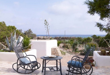 Front line beach house with sea views in Santa Eularia_13