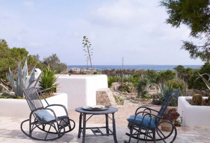 Front line beach house with sea views in Santa Eularia_4