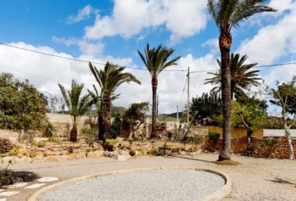 Townhouse for sale on the outskirts of Santa Eularia_4