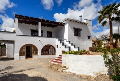 Townhouse for sale on the outskirts of Santa Eularia_8