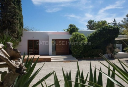 Modern detached luxury home for sale in Santa Eularia_1