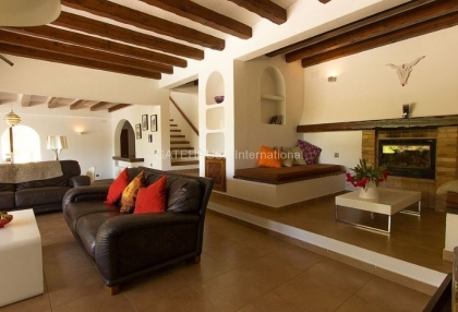 Villa for sale in Santa Eularia with tennis court_5