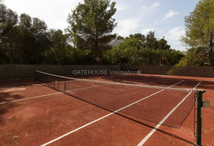 Villa for sale in Santa Eularia with tennis court_9