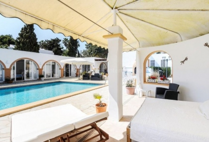 Six bedroom villa with guest house close to Santa Eularia_1