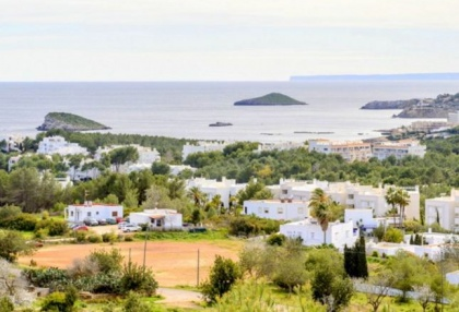 Spacious semi detached house for sale with panoramic sea views in Santa Eularia_14