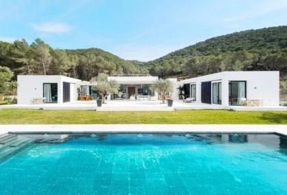 Modern villa surrounded by nature close to Can Furnet_1