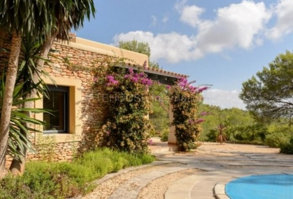 Hillside home with panoramic sea views over Santa Eularia_10