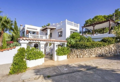Sea view villa for sale in Es Figueral_1