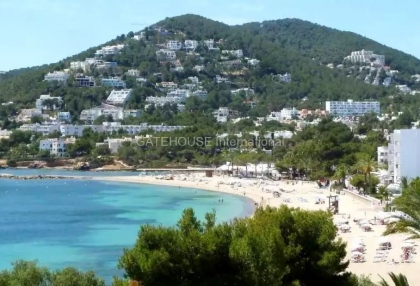 Two bedroom penthouse apartment in Santa Eularia with sea views_2