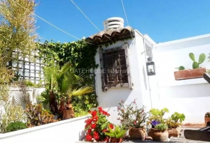 Two bedroom penthouse apartment in Santa Eularia with sea views_4