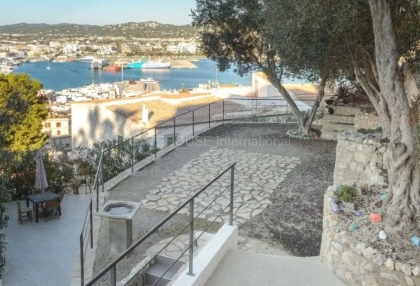 Two bedroom apartment for sale in Dalt Vila_1