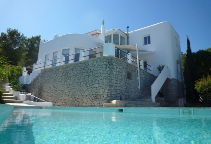 4 bedroom Santa Eularia villa for sale with stunning sea views 11