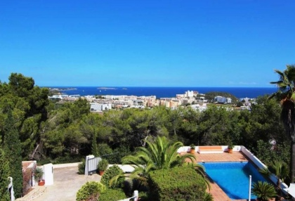Charming property for sale with sea views close to town 1