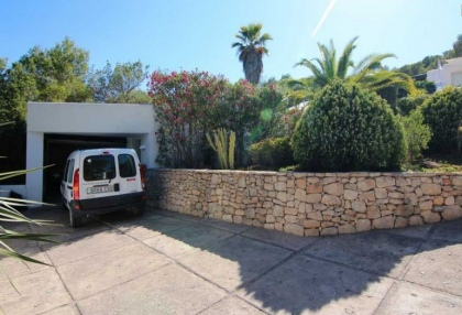 Charming property for sale with sea views close to town 16