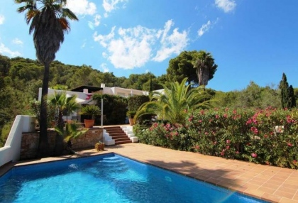 Charming property for sale with sea views close to town 2