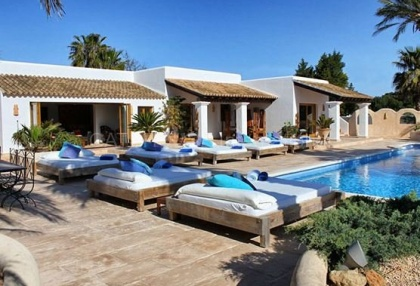 Luxury villa close to Cala Bassa with business potential_3