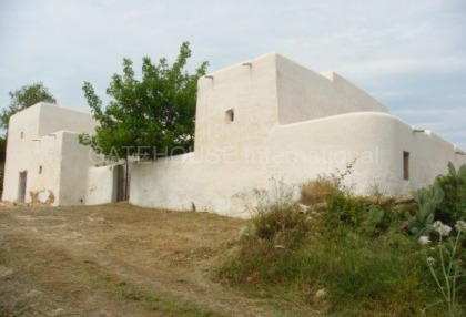 Old Ibicenco finca for sale with land in North Ibiza 1