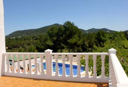 large-5-bedroom-villa-recently-reformed-close-to-amenities-in-santa-eulalia-ibiza-8