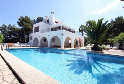 large-7-bedroom-family-home-for-sale-in-san-antonio-ibiza-with-countryside-views-1