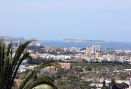 large-7-bedroom-family-home-for-sale-in-san-antonio-ibiza-with-countryside-views-4