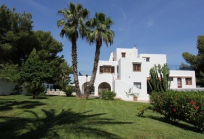 large-7-bedroom-family-home-for-sale-in-san-antonio-ibiza-with-countryside-views-7
