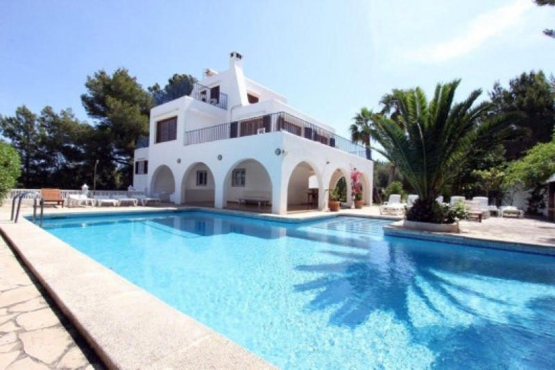 Large 7 bedroom family home for sale in San Antonio, Ibiza with Sea Views & Views of Countryside