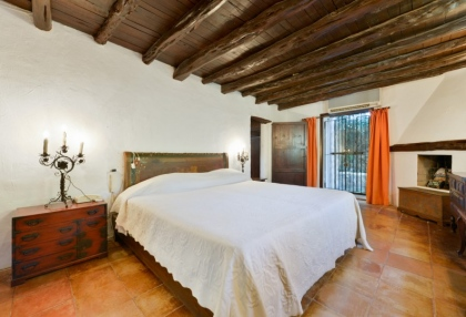 Large traditional Ibiza finca with guesthouse pool vineyard 19