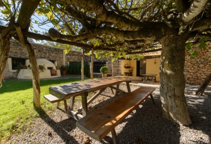 Large traditional Ibiza finca with guesthouse pool vineyard 4