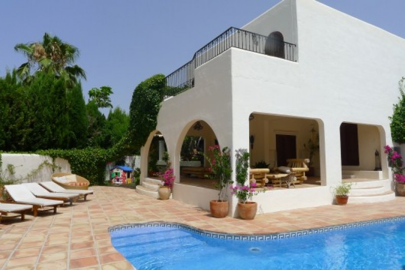Lovely villa for sale in central Can Furnet with beautiful countryside views & close to amenities