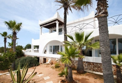 8 bedroom luxury oceanfront villa for sale with sea sunset views to Es Vedra Ibiza San Jose Coast 6