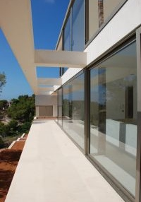minimalist-villa-situated-on-a-desirable-hillside-location-in-cap-martinet_1