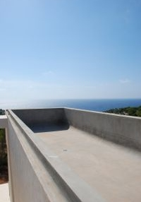 minimalist-villa-situated-on-a-desirable-hillside-location-in-cap-martinet_2
