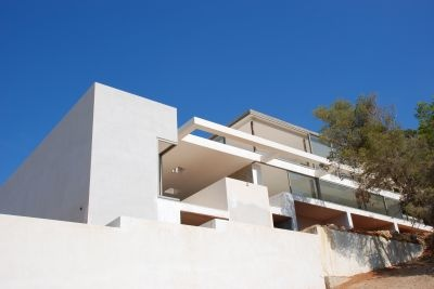 minimalist-villa-situated-on-a-desirable-hillside-location-in-cap-martinet_3