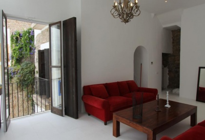 renovated-townhouse-for-sale-in-dalt-vila-ibiza_2