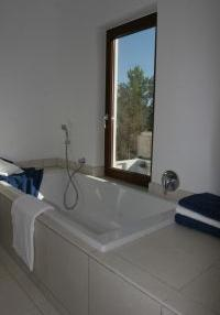 contemporary-villa-situated-within-walking-distance-to-st-eulalia-town-centre-in-ibiza-bathroom